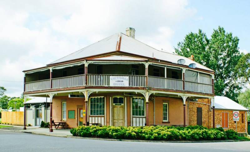 The Victoria Hotel Hinton - Tourism Guide